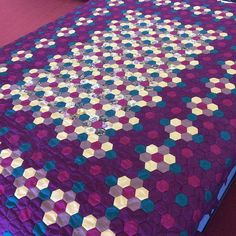 Fleshing Out the Edges of the Batik Flower Garden Quilt | Hexy Lady