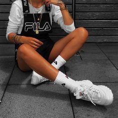 Sporty | Athleisure | FILA overalls + white sneakers