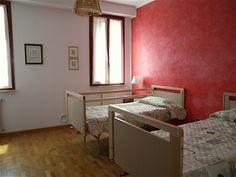 Galleria Immagini – Casa Famiglia Villa Crispa Mirror, Furniture, Home Decor, Homemade Home Decor, Mirrors, Home Furnishings, Decoration Home, Arredamento, Vanity