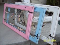 Chicken wire picture boards. DIY. Kids rooms.