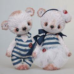 by Irina Pestova - teddy bears by JustLinnea My Teddy Bear, Cute Teddy Bears, Teddy Toys, Fabric Animals, Love Bear, Bear Doll, Cute Toys, Stuffed Animal Patterns, Soft Sculpture