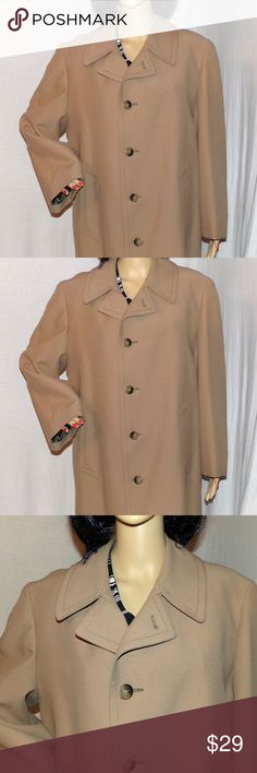 """London Fog Men's Trench Coat with Zip Out liner L Vintage London Fog Men's Trench Coat w/Zip Out Liner Rain/Snow Warm Coat Size 40R Large Stay warm & dry what a London Fog is known for. The color of this is tan & this looks totally waterproof & weather proof. Excellent Vintage Condition. Wear this all year round as a raincoat or light coat or zip in the heavy liner and stay warm in the deepest, coldest winter. This is a vintage 1 made in the USA MEASUREMENTS: L-43""""/Across Chest 24 Awsome…"""