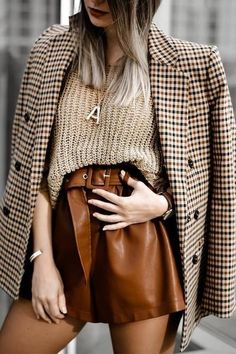 Winter Shorts Outfits, Winter Skirt Outfit, Blazer Outfits, Winter Fashion Outfits, Look Fashion, Winter Outfits, Casual Outfits, Leather Shorts Outfit, Blazer And Shorts