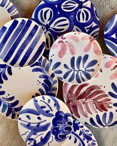 Pottery Painting, Ceramic Painting, Ceramic Pottery, Pottery Barn, Sculptures Céramiques, Arts And Crafts, Diy Crafts, Ceramics Projects, Hand Painted Ceramics