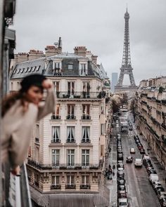 VISIT FOR MORE Street view of the Eiffel Tower in Paris! Paris is a bucket list city for me. Love this travel inspiration shot! The Places Youll Go, Places To See, Berlin Paris, Paris Paris, Paris City, Streets Of Paris, Places To Travel, Travel Destinations, Torre Eiffel Paris
