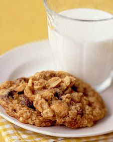 Today I'm sharing with you my most favorite cookie recipe. Years ago {circa 2005} Martha Stewart published a special addition Holiday Cookie...