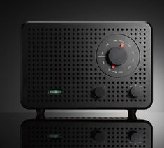 Jonas Damon, Creative Director by frog, was obviously inspired by Dieter Rams for his limited edition radio 2B. Beautiful!