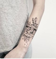 Delightful Wrist Band Tattoo Designs for Girls - Page 45 of 47 - LoveIn Home Wrist Band Tattoo, Armband Tattoo, Forearm Tattoos, Body Art Tattoos, New Tattoos, Sleeve Tattoos, Dragon Tattoos, Trendy Tattoos, Cute Tattoos
