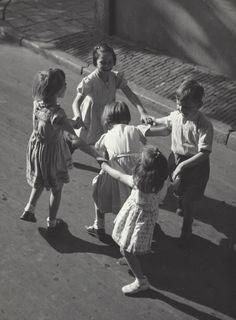 KEES SCHERER — Kees Scherer   Amsterdam 1952-1957 Old Photography, Children Photography, Street Photography, Baltasar Gracian, Retro Kids, World Press, Vintage Soul, Dutch Artists, Press Photo