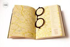 Marcador de páginas no modelo dos óculos usados pelo psicanalista Sigmund Freud.