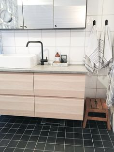 My Ikea hack of Godmorgon cabinet i whitewashed oak, with concrete top and black faucet from Kvik. Photo: @bohemiansense