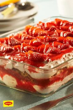This fruity tiramisu is the perfect dessert for your Easter menu. Spoil yourself and your guests with this dream of strawberries mascarpone and cantuccini. The post Strawberry biscotti tiramisu appeared first on Daisy Dessert. Tiramisu Fruits, Tiramisu Dessert, Strawberry Tiramisu, Trifle Desserts, Strawberry Desserts, Strawberry Cheesecake, Food Cakes, Lemon Desserts, Easy Desserts