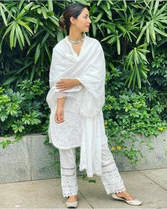 Hina Khan Looks Vision in White In Her Latest Ethnic Wear Look - HungryBoo