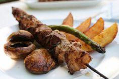 Rablóhús grillezett spárgával, gombákkal     A világ egyik legegyszerűbb grill étele a rablóhús - ha ilyennel várod a barátaidat, a családodat, akkor szinte biztos sikerre számíthatsz.  ...
