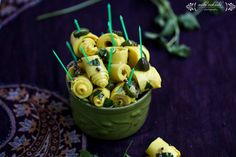 Khandvi Recipe\Khandvi in microwave---Khandvi is a savory snack from the Indian state of Gujarat, India.It is made mainly of gram flour and yoghurt which is slowly cooked into a paste. Corn Snacks, Savory Snacks, Khandvi Recipe, Wedding Snacks, Wedding Catering, Party Snacks, Punjabi Food, Gujarati Food, Vegetarian Snacks