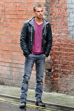 Theo James Picture 6 - On The Set of Drama Bedlam