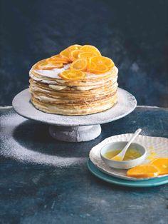 Splněný sen každého milovníka palačinek. Tenoučké vrstvy těsta se střídají s vrstvami neodolatelného pomerančového krému... Hotová slast! Palačinky jsou navíc bezlepkové, takže tento dort si bez obav mohou dopřát i celiaci. Crepe Suzette, Panna Cotta, Pancakes, Breakfast, Ethnic Recipes, Food, Morning Coffee, Dulce De Leche, Essen