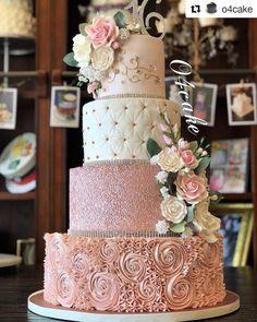 fancy wedding cakes Por atelie_ca - weddingcake Bling Wedding Cakes, Elegant Wedding Cakes, Beautiful Wedding Cakes, Wedding Cake Designs, Wedding Cake Toppers, Blush Pink Wedding Cake, Rose Wedding Cakes, Tier Wedding Cakes, Rose Gold Cakes