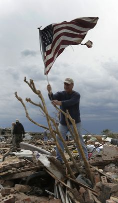 Oklahoma Tornado Aftermath Leaves Trail Of Destruction In Moore (PHOTOS, LIVE UPDATES)