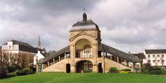 Scala Santa // Sanctuaire de Sainte-Anne d'Auray: premier lieu de pélerinage breton, où Sainte Anne, la grand-mère de Jésus, apparut à un laboureur, Yvon Nicolazic. // #SaintAnne #Bretagne #France