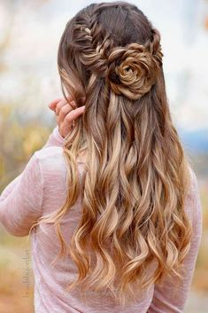 Prom Half Up Half Down Hairstyles picture1… http://www.wowhairstyles.site/2017/07/24/prom-half-up-half-down-hairstyles-picture1/
