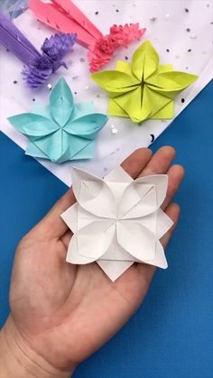 Paper Flowers Craft, Paper Crafts Origami, Diy Crafts For Gifts, Paper Crafts For Kids, Diy Arts And Crafts, Flower Crafts, Creative Crafts, Origami Flowers, Diy Paper