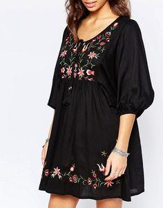 Boohoo Petite Floral Embroidered Smock Dress at ASOS. Stylish Dress Designs, Stylish Dresses, Casual Dresses, Robe Swing, Swing Dress, New Kurti Designs, Plus Size Kleidung, Boohoo Petite, Mini Dress With Sleeves