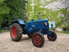 Te koop mooie lanz bulldog d2416 uit 1950. Het is een goedlopende trekker, automatische start zit erop. Banden en electronica zijn in goede staat. De tractor heeft geen enkel mankement.