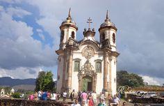 Igreja São Francisco de Assis em Ouro Preto - Minas Gerais. #ouropreto #igrejasaofranciscodeassis #pontosturisticos #minasgerais #igreja #brazil #church #touristattractions #travel #novopost #blogueira #vidadeblogueira #revheimdicas