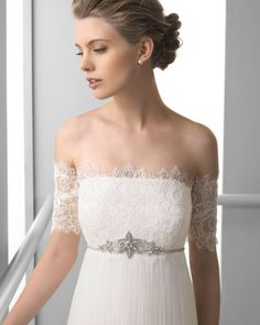124 FEDRA / Wedding Dresses / 2013 Collection / Alma Novia / Shown with matching Arm Straps (close up)