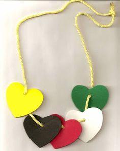 colar... corações                                                                                                                                                      Mais