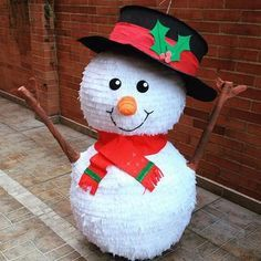 creative snowman paper craft Shared by SPCN. Grinch Christmas Party, Christmas Holidays, Diy Crafts For Gifts, Christmas Crafts, Deco Ballon, Birthday Pinata, Paper Birds, Christmas Door Decorations, Diy Weihnachten