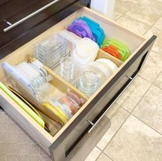 DIY Home Sweet Home: 7 Amazing Tips For Organizing Your Tupperware And Food Storage Containers Kitchen Drawer Organization, Kitchen Storage, Home Organization, Tupperware Storage, Tupperware Organizing, Diy Storage Containers, Storage Container Homes, Plastic Storage, Food Containers