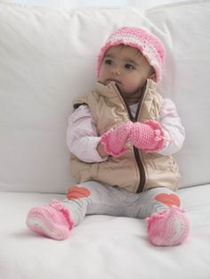 Free Crochet Pattern: Berry Pretty Hat, Booties And Mitts - baby