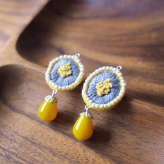 黄色い小花。黄色のビーズ、お気に入りです。 small and yellow flowers. this yellow beads is my favorite one. #ビーズ刺繍 #ビーズ #黄色 #刺繍 #刺繍ピアス #embroidery #handmade #handmadejewelry