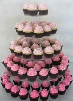 ombre peach cupcake tower - But with peach ombré! Bets has the cupcake tower Chelsea said she'd make it :)