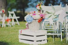 outdoor ceremony with pinwheels and colorful flowers http://weddingwonderland.it/2015/05/cerimonia-all-aperto.html