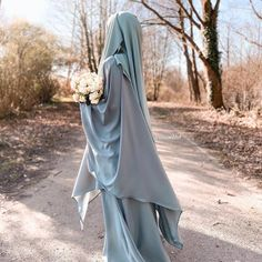Shared by ياسمين♡ 𝒴𝒶𝓈𝓂𝒾𝓃. Find images and videos about islam, arabic and hijab on We Heart It - the app to get lost in what you love. Beautiful Muslim Women, Beautiful Hijab, Hijabi Girl, Girl Hijab, Hijab Hipster, Modele Hijab, Niqab Fashion, Muslim Hijab, Hijab Dp