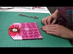 Video tutorial for a simple small purse (in German)