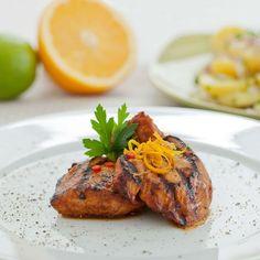 Schweinefilet ist einer besonderen Marinade: Orange-Chili marinierte Schweinefilets mit Kartoffelsalat.
