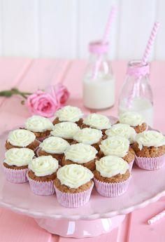Nueva y mejorada receta de cupcakes de zanahoria, o carrot cupcakes. Más esponjosa y con más especias.