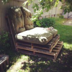 Temporary Pallet Sofa DIY