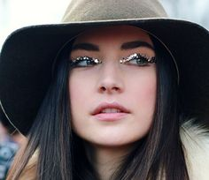 Pretty boho makeup for a festival or special occasions. Sparkly eyeliner made with silver glitter.