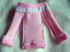 Blythe diy-dress made from a child's sock! Via Blythelife.allaboutallab… Blythe diy-dress made from a child's sock! Via Blythelife. Barbie Sewing Patterns, Doll Clothes Patterns, Clothing Patterns, Barbie Gowns, Barbie Dress, Barbie Doll, Diy Barbie Clothes, Diy Clothes, Diy Fashion