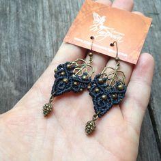 micro macrame earrings Leaf elven pinecone par creationsmariposa, $20.00
