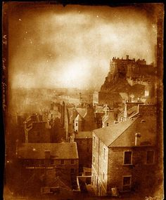 The Passion of Former Days: Edinburgh in Calotype, Edinburgh Castle and the Grassmarket. Old Town Edinburgh, Visit Edinburgh, Edinburgh Castle, Edinburgh Scotland, London Photography, Vintage Photography, Inspiring Photography, White Photography, Edinburgh Restaurants