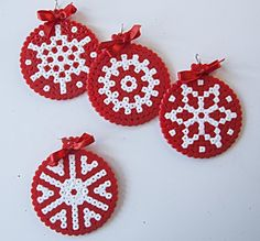Decorations for fir with hama beads - Decorations for fir with hama beads Informations About Adornos para el abeto con cuentas hama Pin Yo - Easy Perler Bead Patterns, Diy Perler Beads, Christmas Perler Beads, Diy Christmas Ornaments, Pixel Art Noel, Beaded Banners, Hama Beads Design, Melting Beads, Fuse Beads