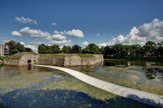 Paisaje y Arquitectura: puente peatonal Ravelijn, un nuevo conector entre la ciudad e isla-fortaleza,© Erik Stekelenburg