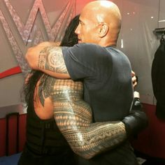 Legendary WWE Superstar The Rock (Dwayne Johnson) hugging his younger cousin WWE Superstar Roman Reigns (Leati Joseph Anoa'i) backstage at a WWE live event. Dwane Johnson, Wwe Live Events, Wwe Superstar Roman Reigns, The Shield Wwe, The Rock Dwayne Johnson, Roman Reings, Wwe World, Royal Rumble, Wwe Wrestlers
