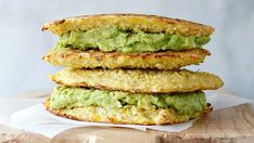 These Avocado Grilled Cauliflower Sandwiches Will Make You Forget Grilled Cheese No cheese in thee! Just Cauliflower and Avocado and almond flour Grilled Cauliflower, Cauliflower Recipes, Cauliflower Rice, Vegetarian Recipes, Cooking Recipes, Healthy Recipes, Healthy Fats, Sandwiches, Sans Gluten